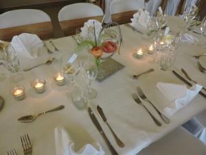 Décoration de mariage dans le Nord, le Clos de La Source, La Gourmandine, mariage thème les anges, centre de table location